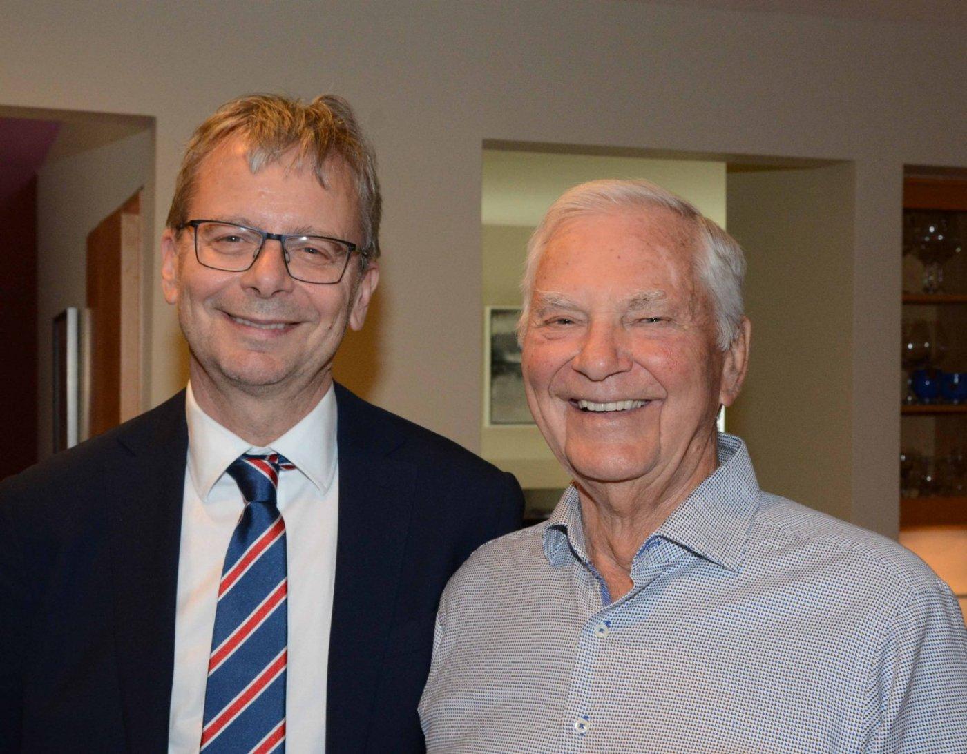 Rektor Háskóla Íslands með Stephan Benediktson, afabarni skáldsins Stephans G.
