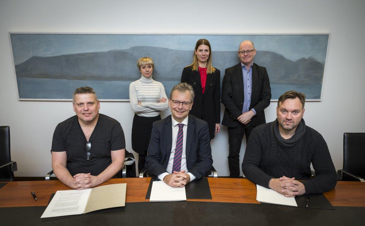 Fulltrúar 3Z ehf., Lífvísindaseturs og Háskóla Íslands við undirritun samningsins.