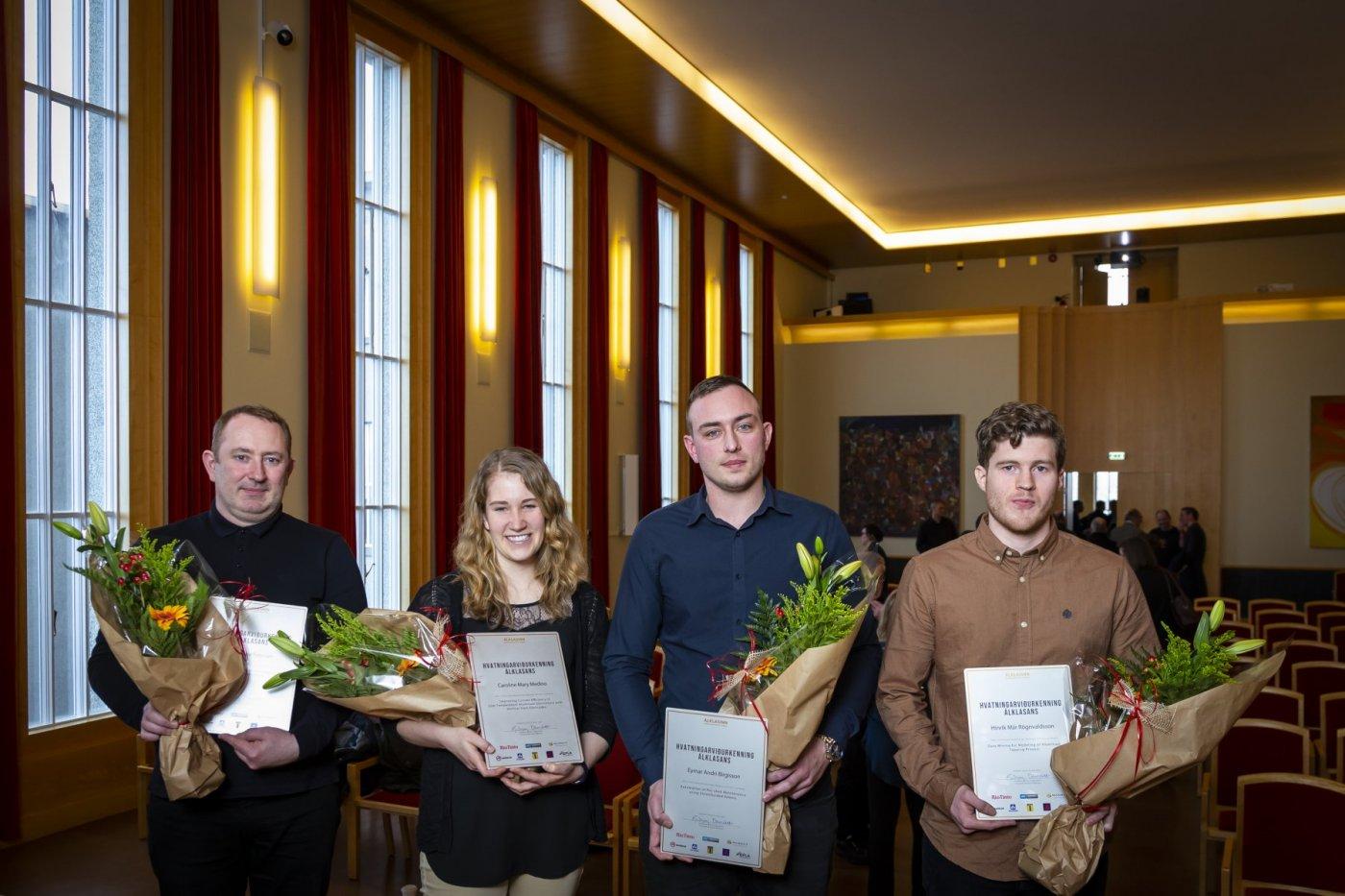 Frá vinstri: Brjánn Jónsson, faðir Diljár Hebu Petersen (HÍ), Caroline Mary Medino (HR), Eymar Andri Birgisson (HR), Hinrik Már Rögnvaldsson (HÍ).