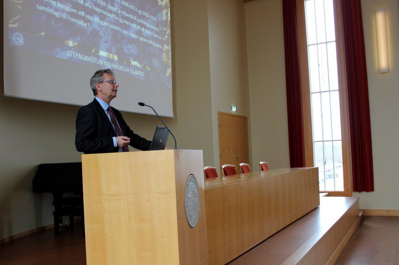Jón Atli Benediktsson, rektor Háskóla Íslands í pontu.