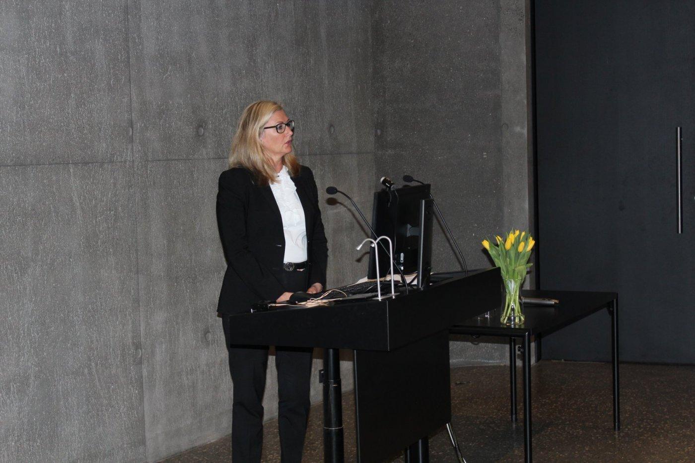 Alma Möller, nýskipaður landslæknir, flutti opnunarávarp á þingi Heilbrigðisvísindasviðs þann 16. apríl 2018.