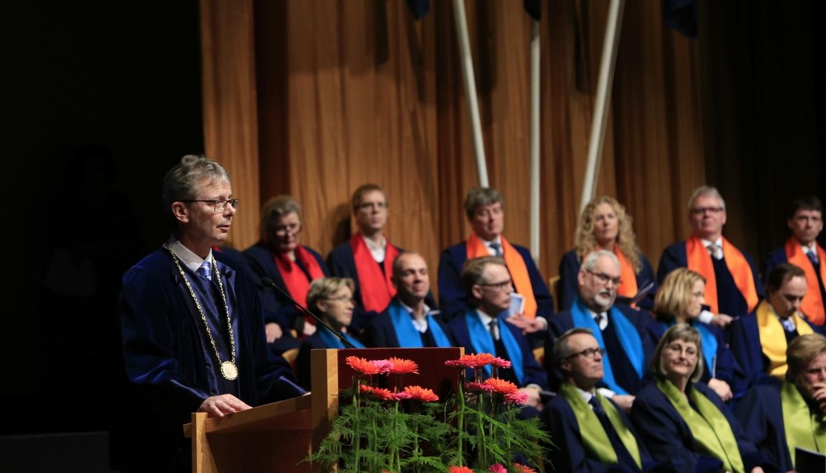 Jón Atli Benediktsson, rektor Háskóla Íslands, ávarpar brautskráningarkandídata í Háskólabíói í dag.