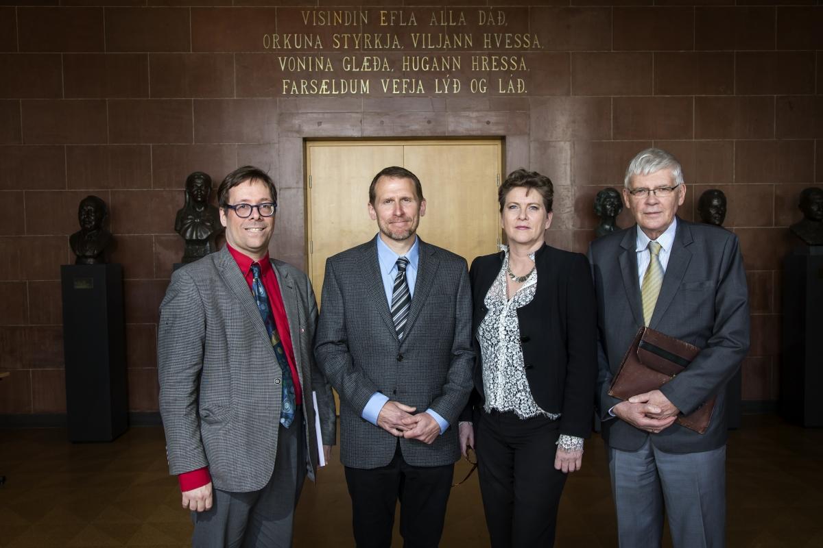 Ármann Jakobsson prófessor, Seans Lawing, Lára Magnúsardóttir og Vésteinn Ólason.