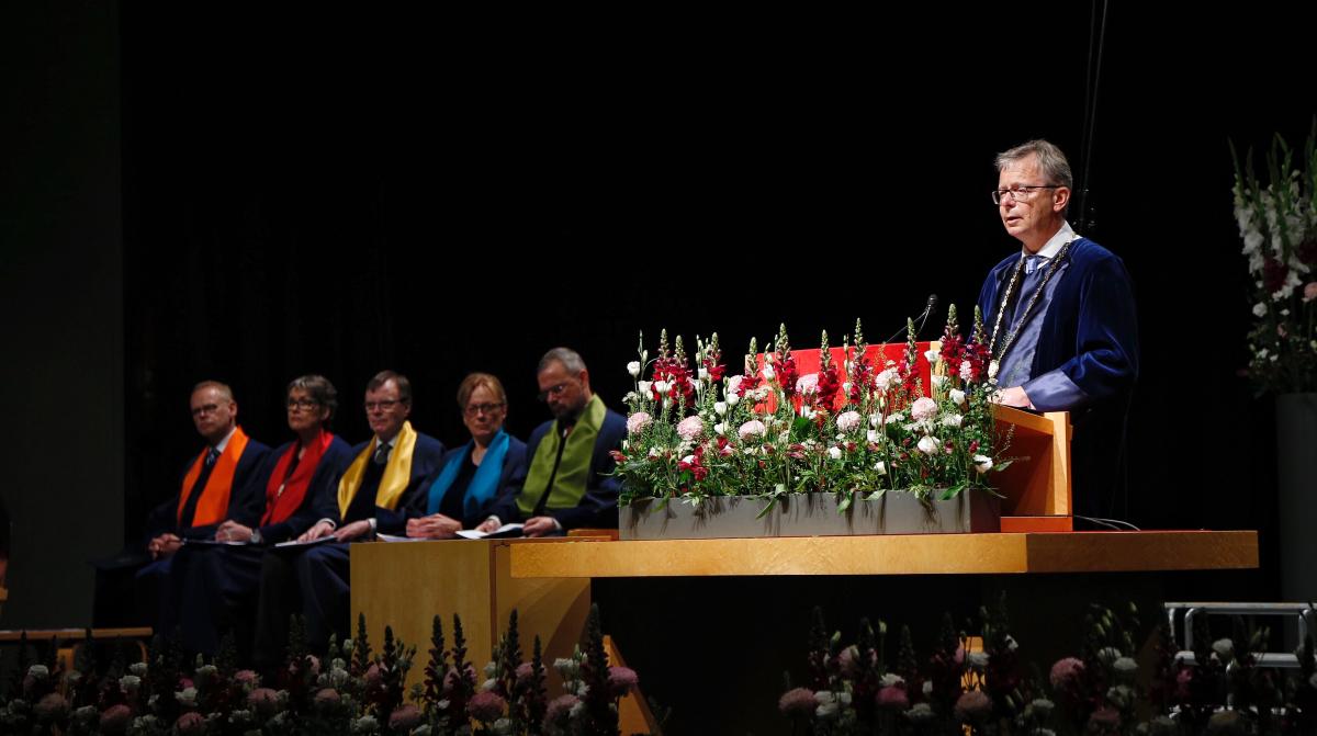 Jón Atli Benediktsson ávarpar kandídata í Laugardalshöll.
