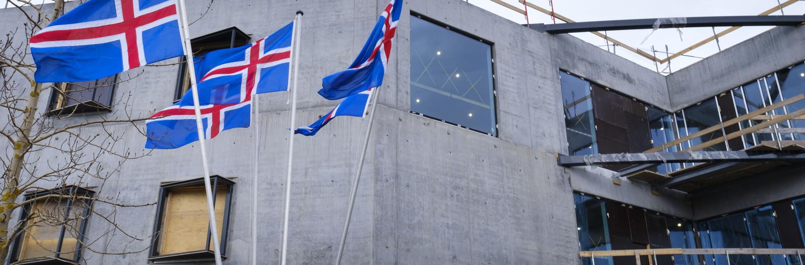 Gleðilegt sumar, kæru nemendur og samstarfsfólk - á vefsíðu Háskóla Íslands