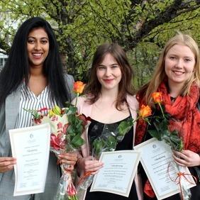 Theja Lankathilaka, Eyrún Catherine Franzdóttir og Anna Kristín Gunnarsdóttirhlutu viðurkenningar fyrir lokaverkefni sín.
