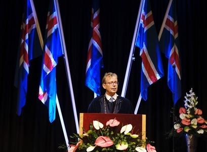 Jón Atli Benediktsson, rektor Háskóla Íslands, ávarpar kandídata við brautskráningu í dag.