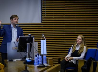 Þröstur Þorsteinsson og Hrund Andradóttir prófessorar kynna niðurstöður rannsókna sinni á fundi í Öskju í liðinni viku.