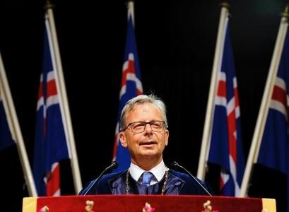 Jón Atli Bendiktsson, rektor Háskóla Íslands, ávarpar kandídata og gesti við brautskráningu í Laugardalhöll.