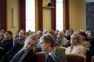 Jón Atli Benediktsson, rektor og Guðbjörg Linda Rafnsdóttir, aðstoðarrektor stinga saman nefjum.